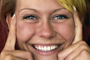 Le sourire, le secret de tous les maux ?