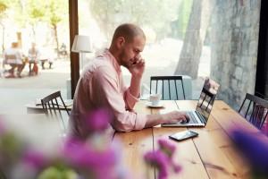Travailleur indépendant : avantages et inconvéniants